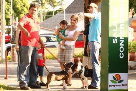 Mascotas-presentes-en-la-Agropecruz