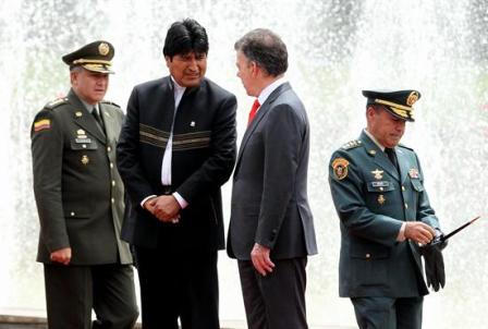 Evo-llega-a-Bogota-para-reunirse-con-Santos-en-primera-visita-a-Colombia