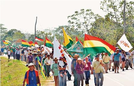 Indigenas-de-otros-paises,--presentes-en-IX-marcha
