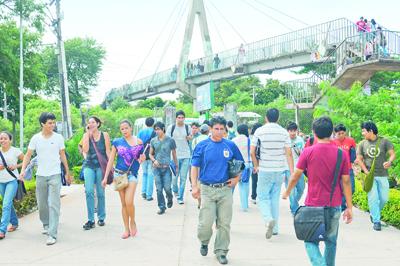 Santa-Cruz-atrae-mas-100-mil-estudiantes