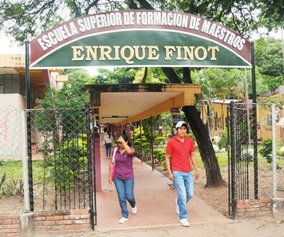 Critican-designacion-de-cargos-en-la-Enrique-Finot-