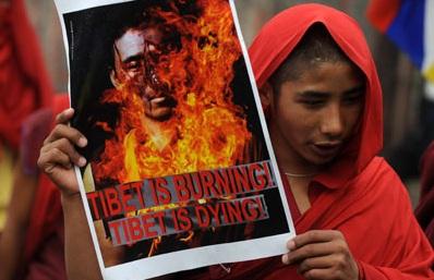 Muere-tibetano-exiliado-que-se-prendio-fuego-en-India-