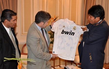 Real-Madrid-abrira-escuelas-de-futbol-en-Bolivia-
