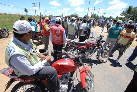 Mototaxistas-bloquean-la-carretera-hacia-el-norte