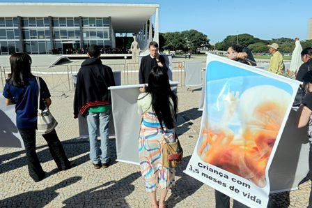 Brasil-debate-aborto-de-fetos-sin-cerebro