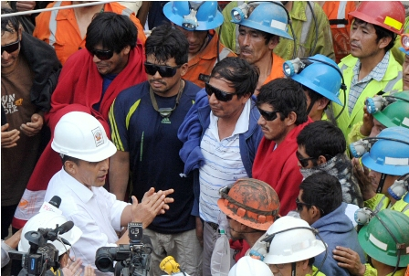 Rescatan-vivos-a-los-nueve-mineros-atrapados-en-socavon-en-Peru