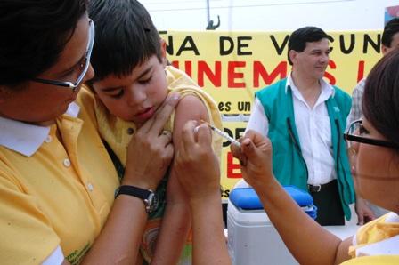 Vacunaran-contra-el--sarampion-y-rubeola