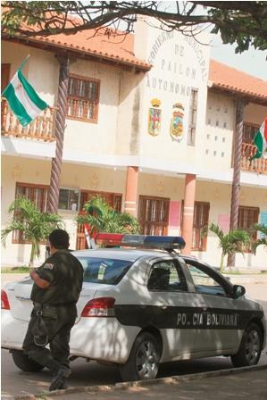 Alcalde-de-Pailon-huye-de-la-Policia