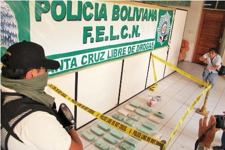 Felcn-incauta-58-kg-de-droga-que-venia-a-Santa-Cruz