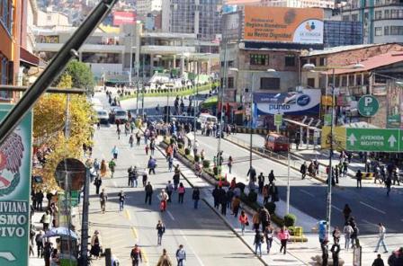 Fabriles-bloquean-autopista-La-Paz-El-Alto-y-carretera-Cochabamba-Oruro