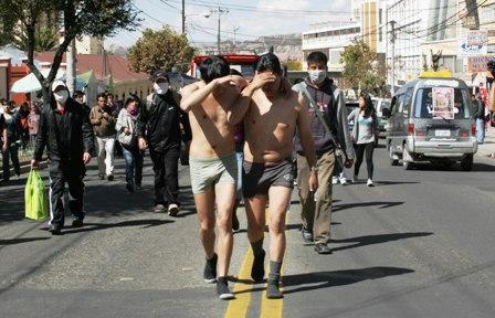 http://www.eldia.com.bo/images/Noticias/12-5-4/infiltrados_en_protesta_medicos_420120504.jpg