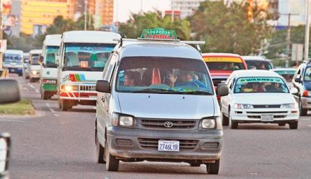 Norma-prohibe-a-minibuses-el-transporte-de-pasajeros