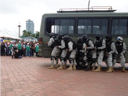 Feria policial. Un numeroso público acompañó el acto y las