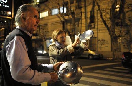 Cacerolazos-en-Argentina-por-limitaciones-al-dolar