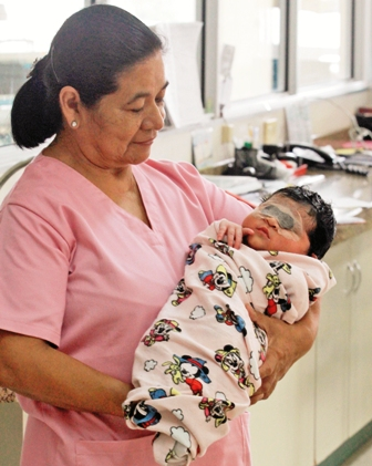 Sorprende-el-nacimiento-de-una-nina-de-seis-kilos-