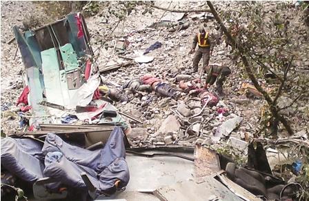 16-jovenes-mueren-en-un-accidente-en-Los-Yungas