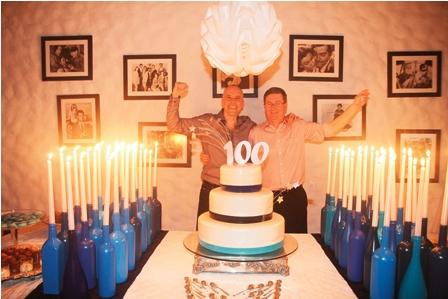 Dos amigos festejan sus 50 en 39 combo 39 for Decoracion 80 anos hombre