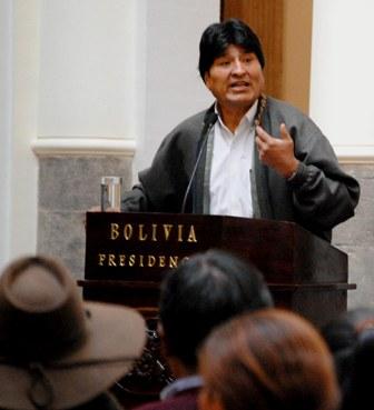 Evo-Morales-promulga-decreto-para-erradicar-violencia-en-escuelas