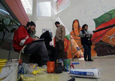 Artistas-del-grafiti-de-cincos-paises-pintan-16-murales-en-La-Paz