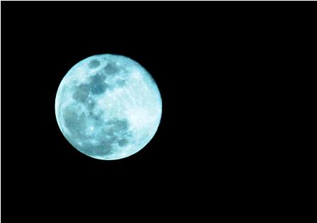 La--luna-azul--brillo-anoche-en-el-cielo