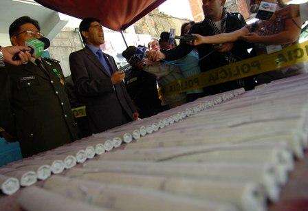 Policia-decomisa-164-cartuchos-de-dinamita-y-detiene-a-dos-personas