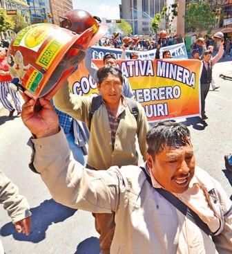 Mineros-amenazan-con-radicalizar-sus-medidas