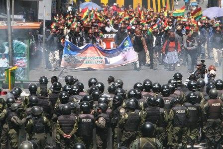 -Protesta-de-cooperativistas-obligo-a-entidades-bancarias-a-cerrar-sus-puertas