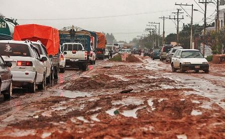 Danos-en-calles-e-infraestructuras-a-causa-de-la-lluvia