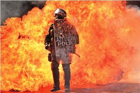 Arde-Grecia-y-Espana-sigue-tensa-debido-a-los-ajustes