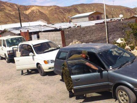 Detienen-a-bolivianos-que-intentaban-sacar-cuatro-vehiculos-de-Chile
