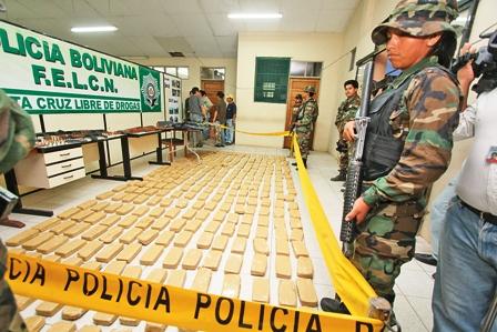 Narco-estrella-su-camioneta-cargada-con-320-kg-de-droga