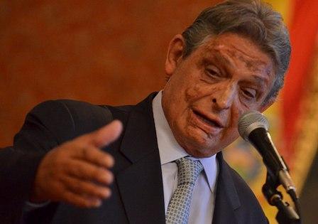 Paz-Zamora-y-la-hoja-de-coca-en-su-solapa-precedieron-a-diplomacia-de-Morales