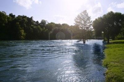 Hallan-18-cadaveres-flotando-en-un-rio-