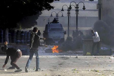 Centenar-de-heridos-por-choques-entre-la-policia-y-manifestantes-