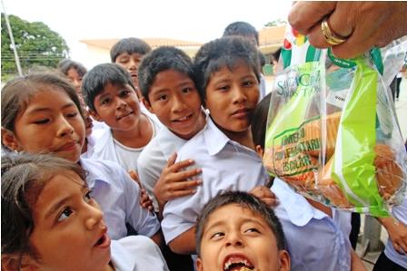 Buscan-regular-venta-de-comida-en-los-colegios