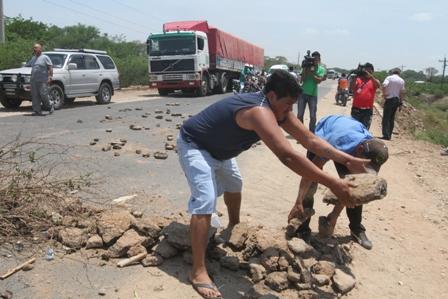 Levantan-el-bloqueo-en-la-carretera-Santa-Cruz-–-Trinidad-
