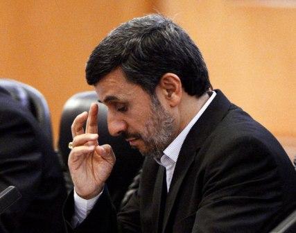 Ahmadineyad-llama-a-Nicolas-Maduro-para-interesarse-por-la-salud-de-Chavez