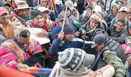 Enfrentamiento-entre-campesinos-en-Potosi-deja-al-menos-siete-heridos