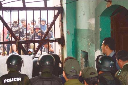 Policia-aplaca-motin-en-carcel-de-San-Pedro