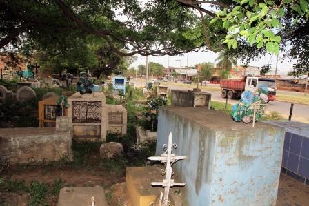 Resulta-costoso-pintar-y-refaccionar-mausoleos
