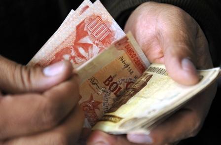 Bolivianizacion-de-creditos-en-el-pais-llega-a-82%