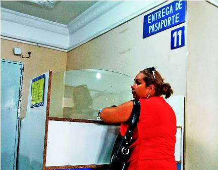 Lenta-entrega-de-pasaportes-en-Migracion