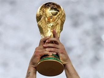 Blatter-le-confirmo-a-emir-que-Qatar-albergara-en-solitario-el-Mundial-de-2022