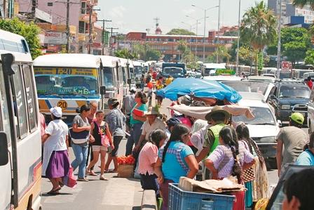 Fiestas-agudizan-el-trafico-y-falta-personal-para-enfrentar-el-caos