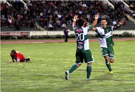 Oriente-goleo-3-0-a-Universitario-en-el-Patria