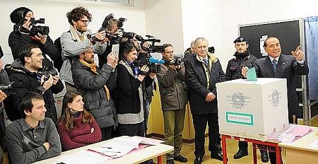 Berlusconi-voto-en-Milan-en-medio-de-protestas-de-movimiento-feminista