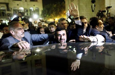 Detenidos-cuatro-sirios-por-tirar-zapatos-a-Ahmadineyad-