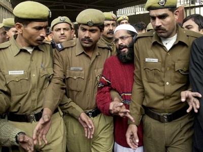 India-ahorco-a-un-hombre-por-ataque-al-Parlamento