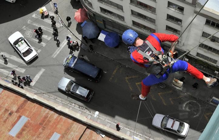 -Rap-Jumping-,-un-deporte-extremo-que-atrae-turistas-en-la-altura-de-La-Paz