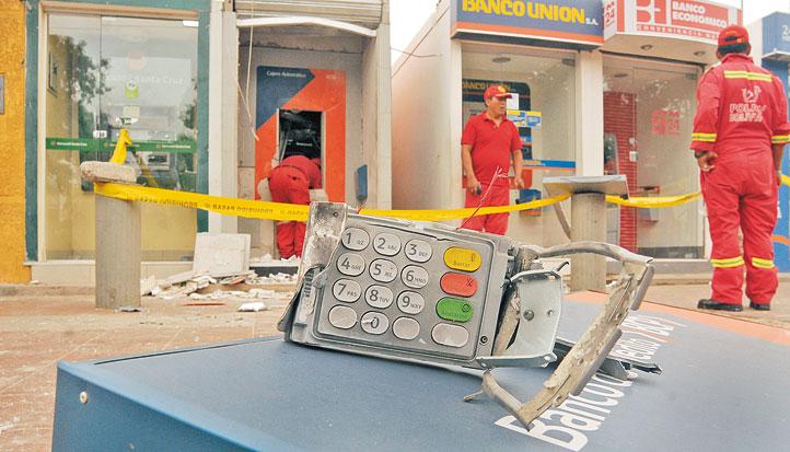 Delincuentes explotan un cajero para robar dinero for Ingresar dinero cajero abanca